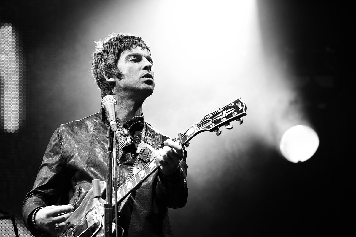 gallagher black personals Oasis went on to have greater success with their next two singles in june 2015, noel gallagher confirmed he was working on a third high flying birds album.