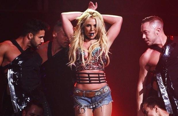 Ahead of Tel Aviv concert: Britney Spears visits Western Wall