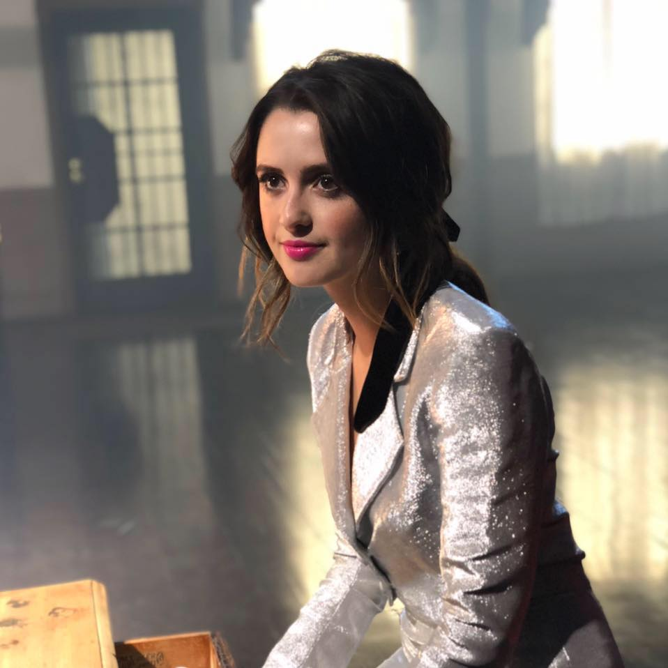 Laura-Marano-Let-Me-Cry